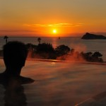 露天風呂から立神岩と東シナ海が一望の温泉「枕崎なぎさ温泉」